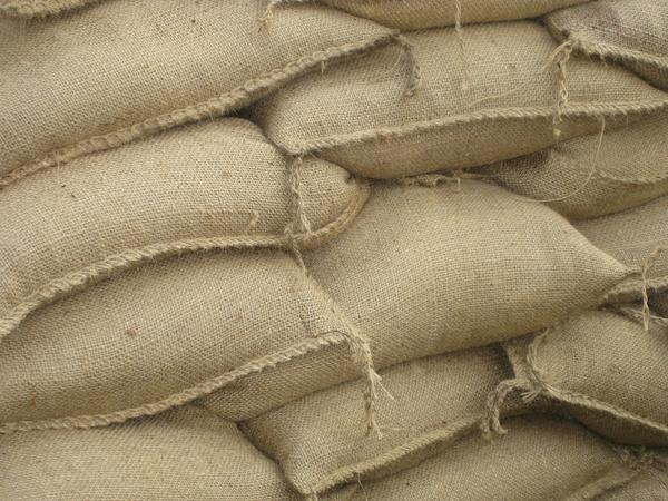 aufgehäufte Sandsäcke