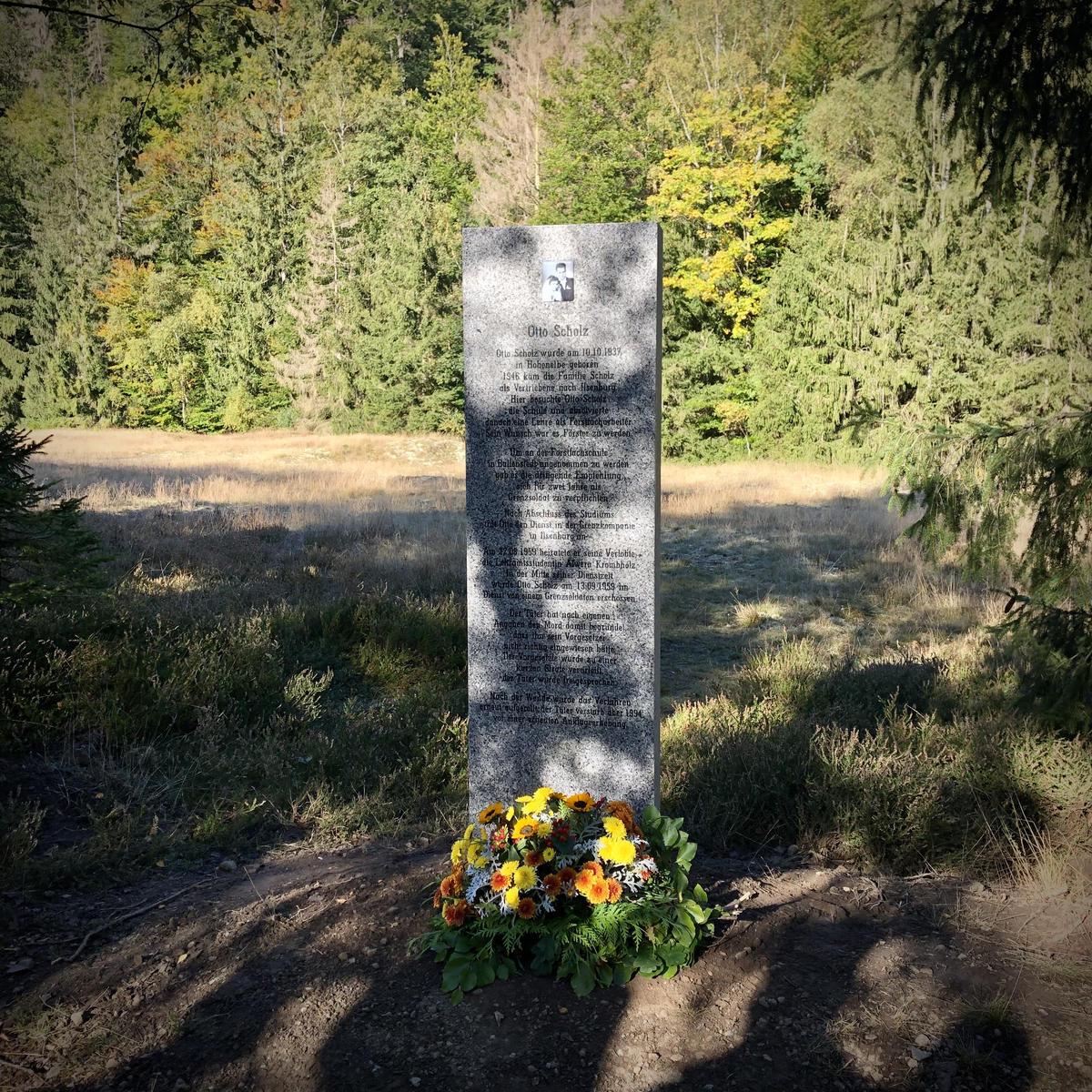 Stele zum Gedenken an Otto Scholz