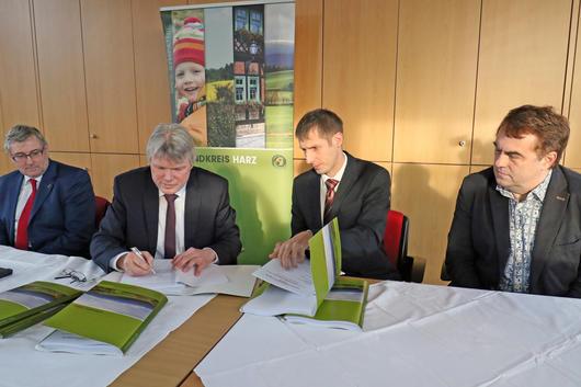 Vertragsunterzeichnung NGA-Breitbandausbau